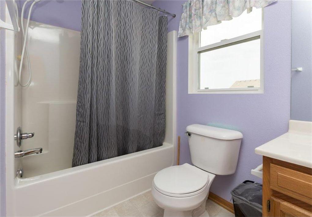 Salle de bain du couloir avant