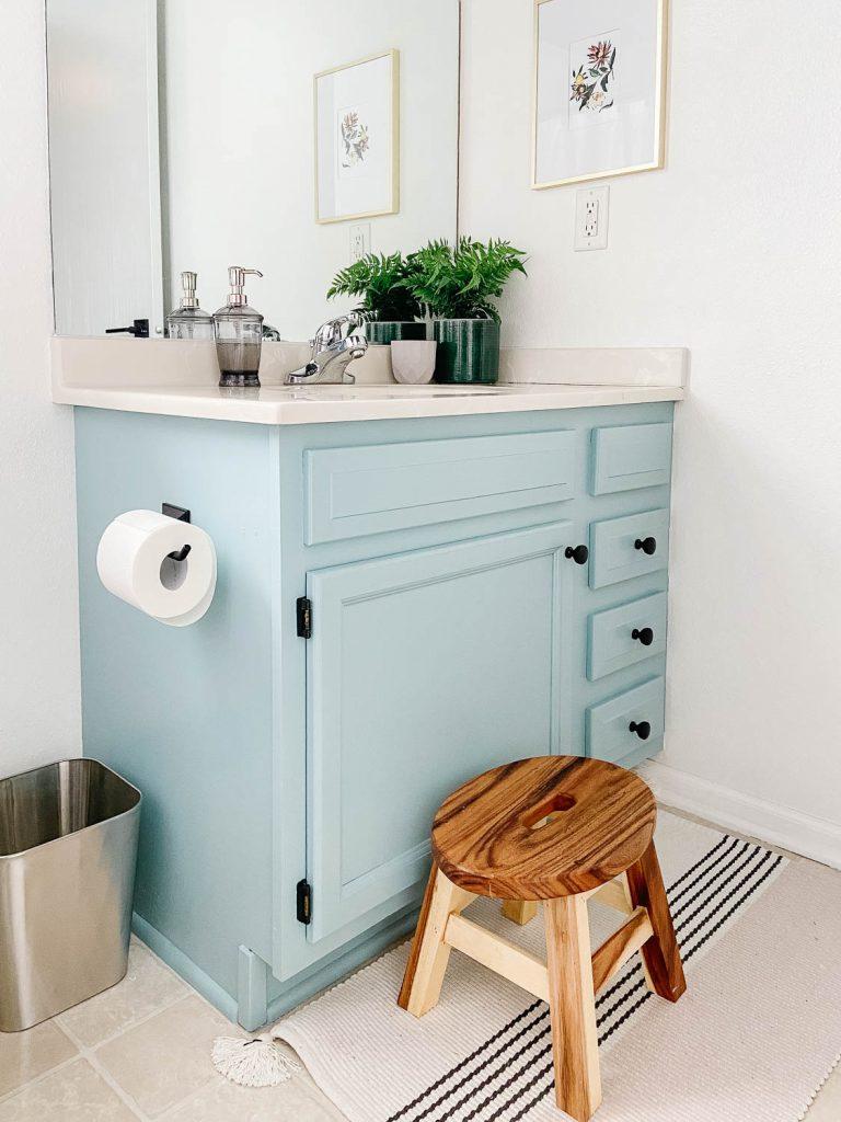 vanité de salle de bain bleue
