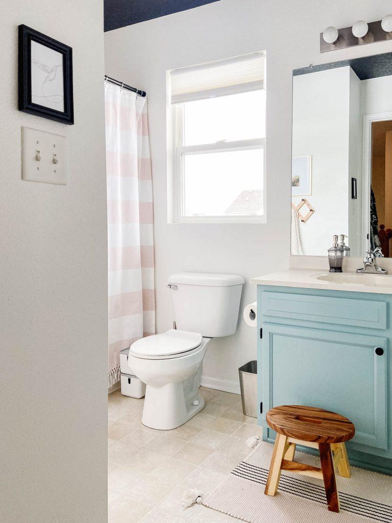 Photo d'une salle de bains moderne